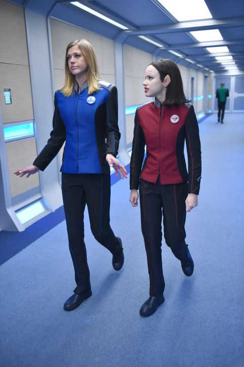 Stoßen mit der USS Orville auf eine ganz besondere Anomalie: Kelly (Adrianne Palicki, l.) und Alara (Halston Sage, r.) ... - Bildquelle: Michael Becker 2017 Fox and its related entities.  All rights reserved.