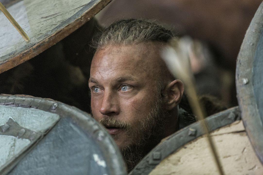 Als Ragnar (Travis Fimmel) mit seinen Männern auf dem Weg nach England von einem Strum nach Wessex getrieben wird, wartet König Ecbert, ein mächtige... - Bildquelle: 2014 TM TELEVISION PRODUCTIONS LIMITED/T5 VIKINGS PRODUCTIONS INC. ALL RIGHTS RESERVED.