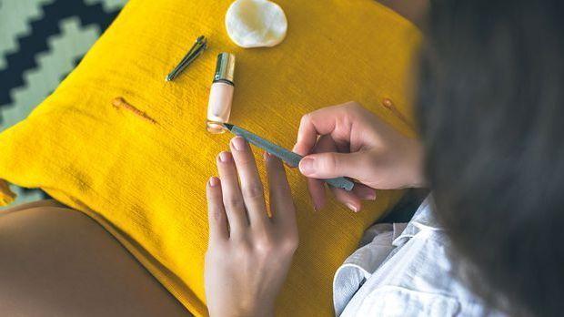 Auf die richtige Pflege kommt es an! Welche Nagellack-Töne deinem Hauttyp sch...