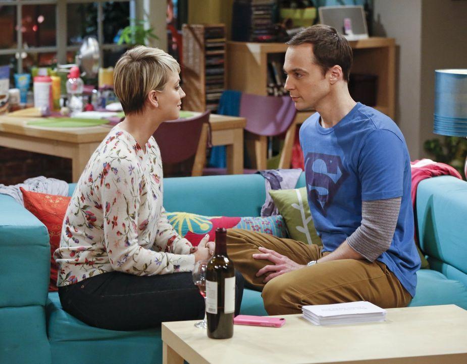 Penny (Kaley Cuoco, l.) und Sheldon (Jim Parsons, r.) nehmen an einen Experiment teil, bei dem sie sich persönliche Fragen stellen und sich minutenl... - Bildquelle: Warner Bros. Television