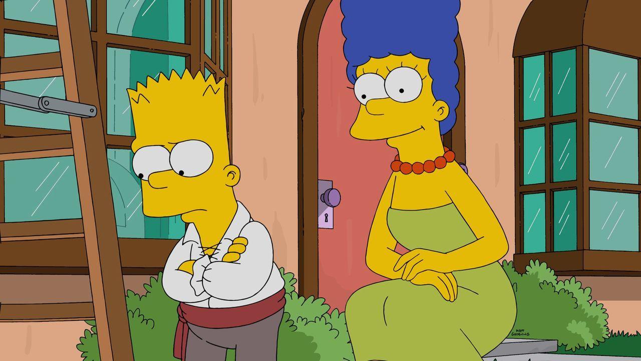 Nachdem Homer die Halloween-Dekoration abgenommen hat, da Lisa davor Angst hat, ist Bart (l.) zutiefst enttäuscht. Marge (r.) versucht, ihn aufzubau... - Bildquelle: 2015 Fox and its related entities.  All rights reserved.