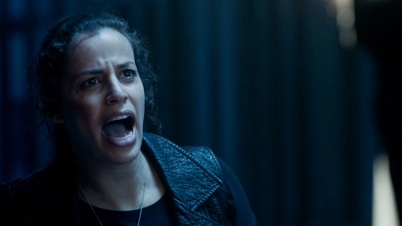 Abigail (Athena Karkains) will die Apokalypse der Hybriden, doch das schafft sie nur mit Hilfe von Jacksons Fähigkeiten ... - Bildquelle: 2017 CBS Broadcasting, Inc. All Rights Reserved