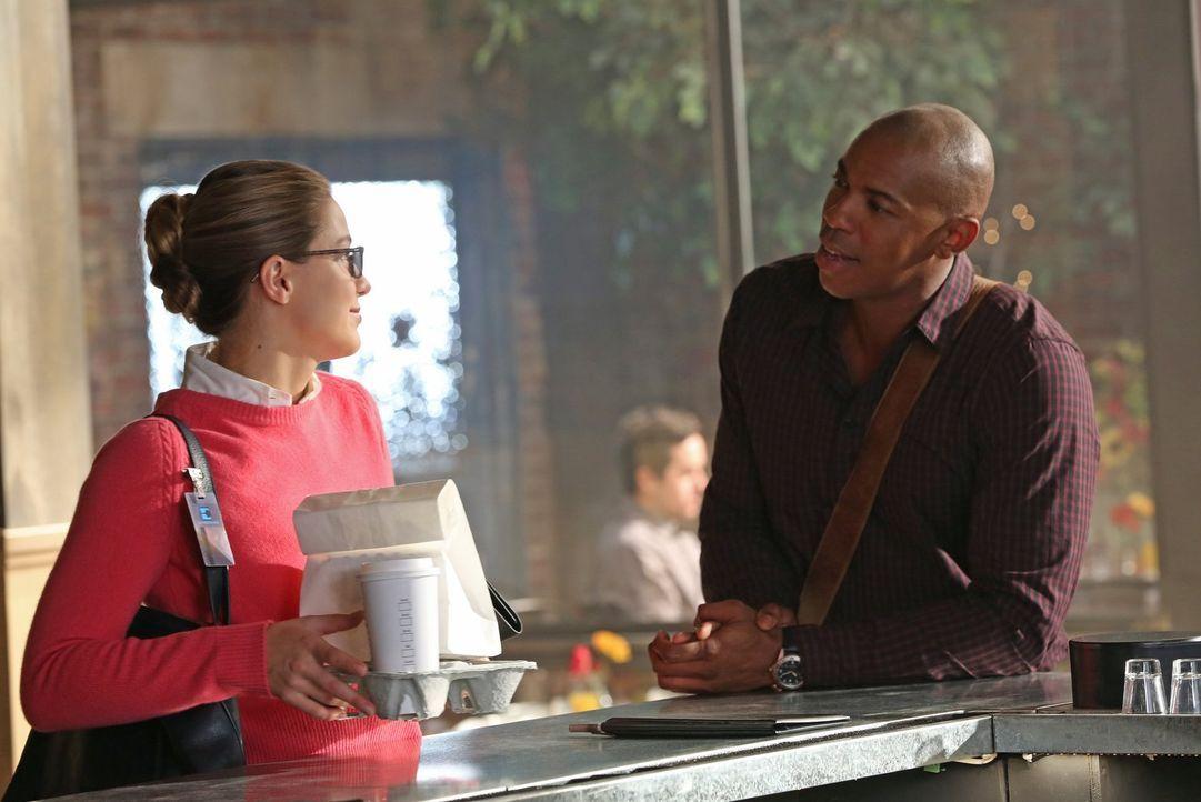 Die glückliche Beziehung von James (Mehcad Brooks, r.) und Lucy führt Kara (Melissa Benoist, l.) schwerhaft vor Augen, dass sie wohl nie eine solche... - Bildquelle: 2015 Warner Bros. Entertainment, Inc.