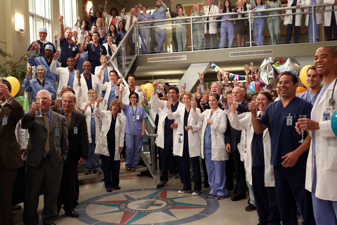 Die ganze Belegschaft des Krankenhauses feiert Cristina, die für den Harper Avery Award nominiert ist ... - Bildquelle: ABC Studios