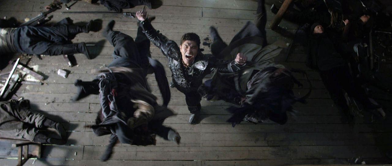 Gold Lions Sohn, Zen Yi (Rick Yune, M.), will seinen Vater rächen und reist nach Jungle Village, um dessen Mörder zu finden ... - Bildquelle: Universal Pictures