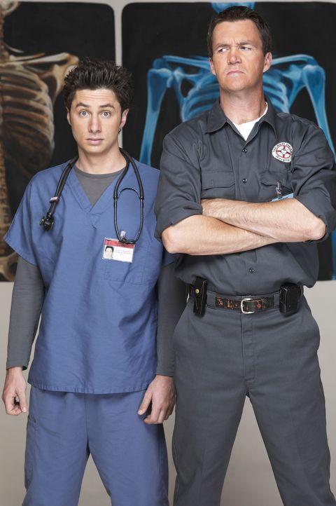 (2. Staffel) - Der Hausmeister (Neil Flynn, r.) des Sacred Heart Hospitals macht insbesondere J.D. (Zach Braff, l.) das Leben schwer ... - Bildquelle: Touchstone Television