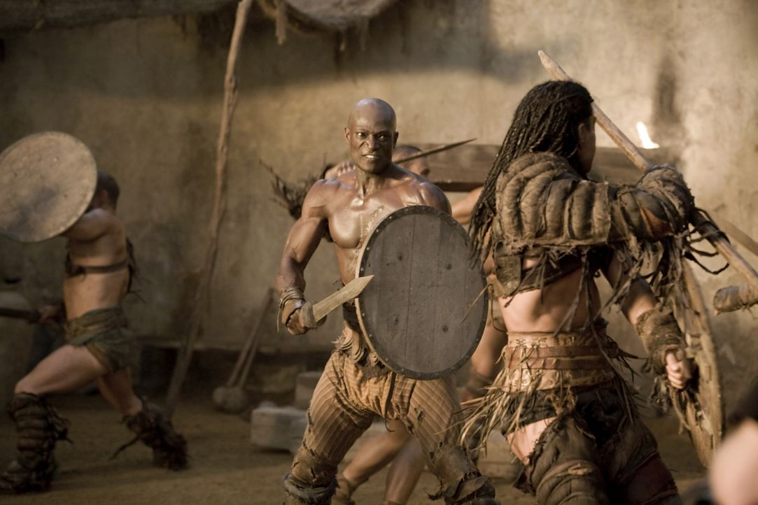 Training der Gladiatoren: Drago (Peter Mensah, M.) ... - Bildquelle: 2010 Starz Entertainment, LLC