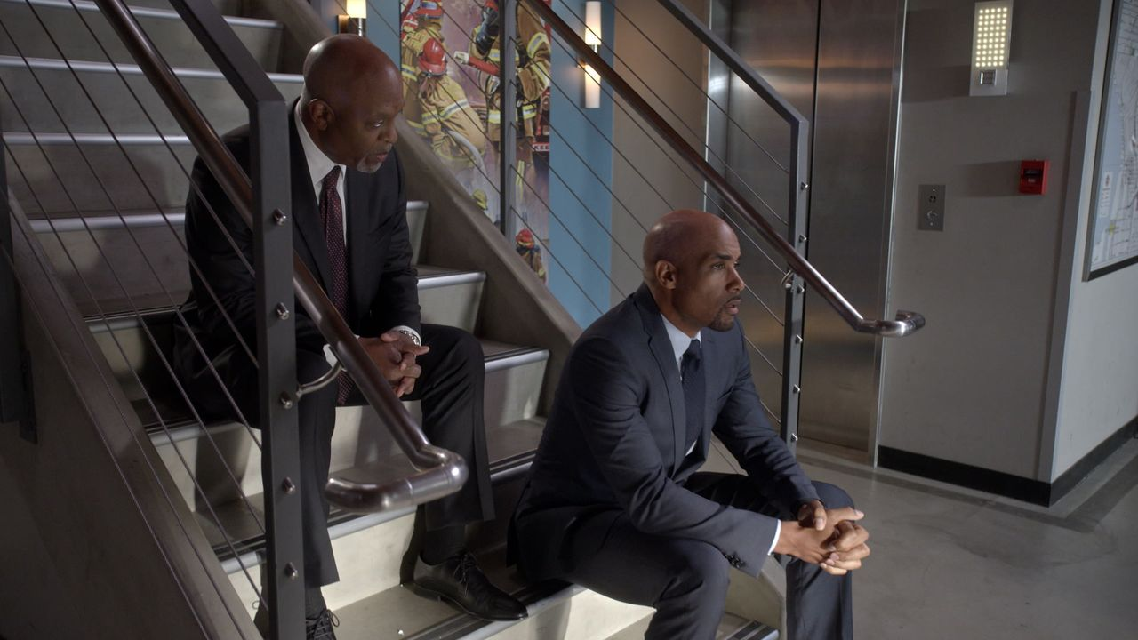 Dr. Richard Webber (James Pickens jr., l.); Robert Sullivan (Boris Kodjoe, r.) - Bildquelle: 2020 American Broadcasting Companies, Inc. All rights reserved.