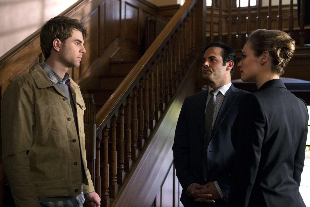 David Lassiter (Nathaniel Buzolic, l.) und seine Schwester Margo (Danielle Savre, r.) müssen mit dem Mord an ihrem Bruder zurechtkommen, doch Freddi... - Bildquelle: 2013 Warner Brothers
