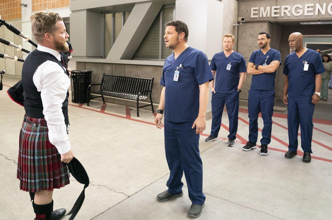 (v.l.n.r.) Pete (Luke Ashlocke); Dr. Alex Karev (Justin Chambers); Dr. Owen Hunt (Kevin McKidd); Dr. Jackson Avery (Jesse Williams); Dr. Richard Web... - Bildquelle: Mitch Haaseth ABC Studios