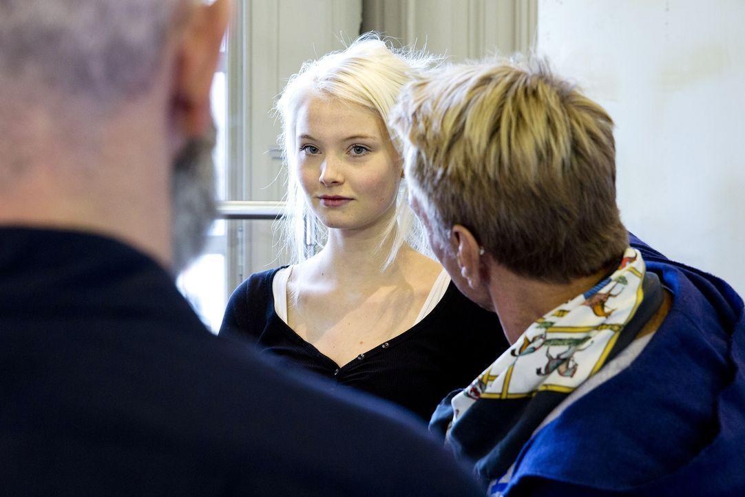 GNTM-Stf10-Epi14-Fashion-Week-Paris-026-Katharina-ProSieben-Richard-Huebner - Bildquelle: ProSieben/Richard Huebner