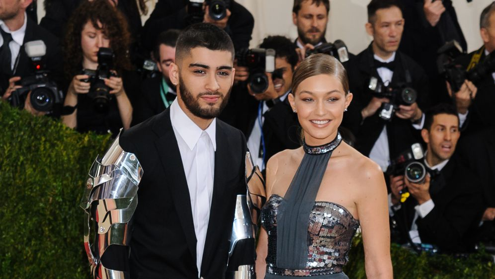 zayn malik berrascht gigi hadid s es geschenk f r. Black Bedroom Furniture Sets. Home Design Ideas