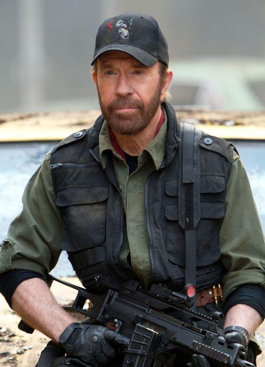 Ist bereit, sein Leben im Einsatz für die Truppe von Barney Ross zu geben: der neue Söldner Booker (Chuck Norris) ... - Bildquelle: BARNEY'S CHRISTMAS, INC.  ALL RIGHTS RESERVED