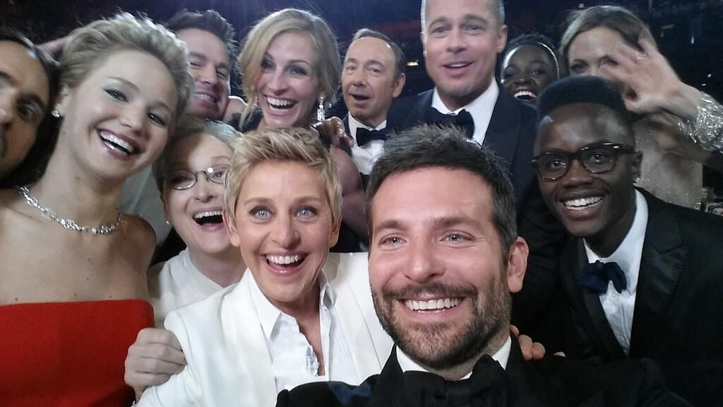 """""""Oscars 2014""""-Moderatorin Ellen DeGeneres: Star-Selfie legt Twitter lahm - Bildquelle: Twitter/TheEllenShow"""