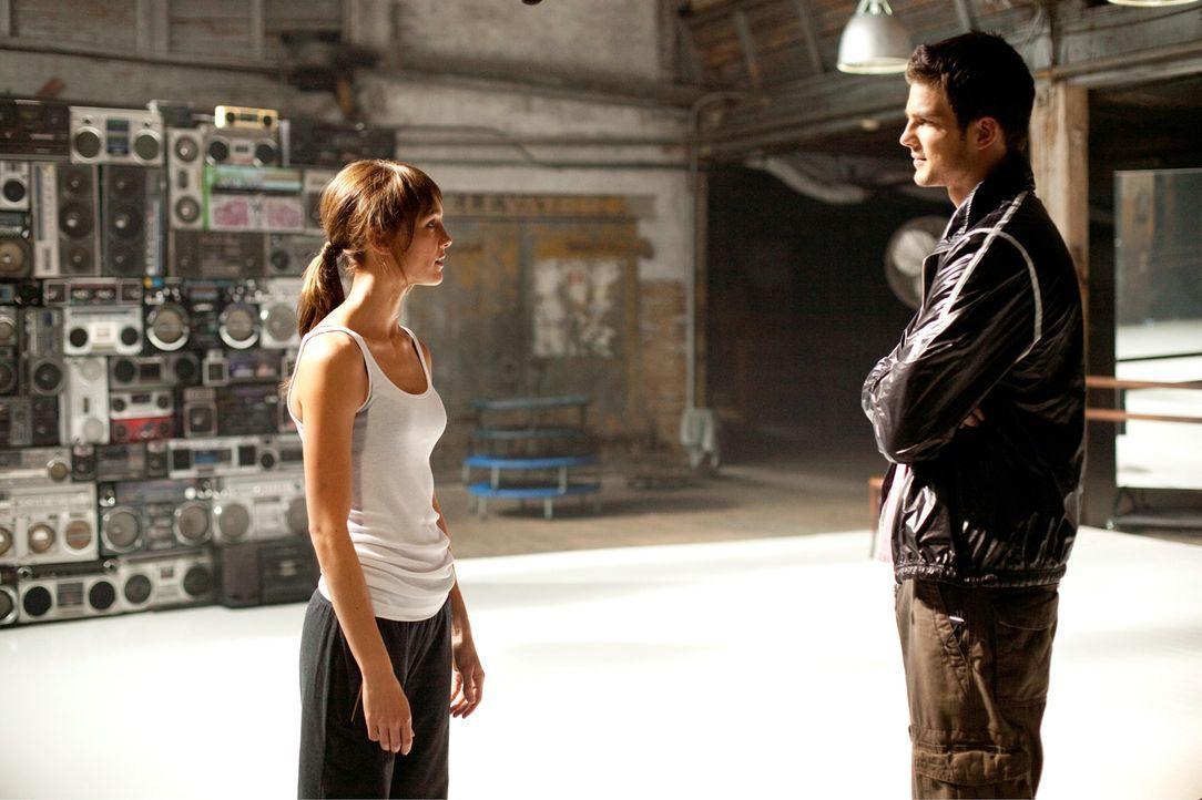 Luke (Rick Malambri, l.) nimmt Natalie (Shrani Vinson, r.) in seine Tanzcombo auf, in der Hoffnung, dass sie mit ihrem Talent die perfekte Ergänzung... - Bildquelle: Constantin Film
