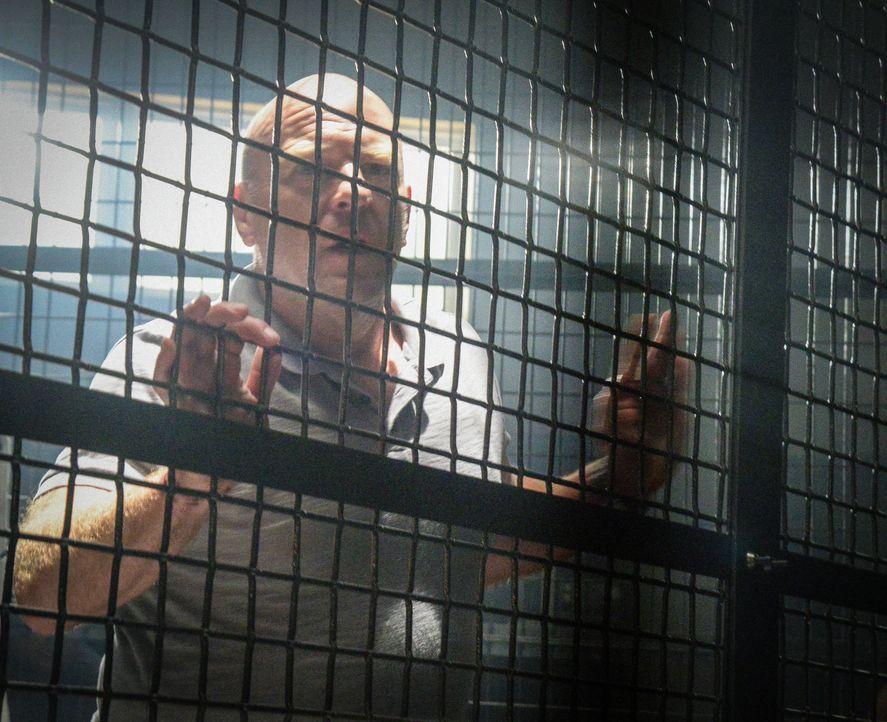 Wird Big Jim (Dean Norris) tatsächlich die Kuppel verlassen können, wenn er mit den Wissenschaftlern zusammenarbeitet? - Bildquelle: Brownie Harris 2015 CBS Studios Inc.