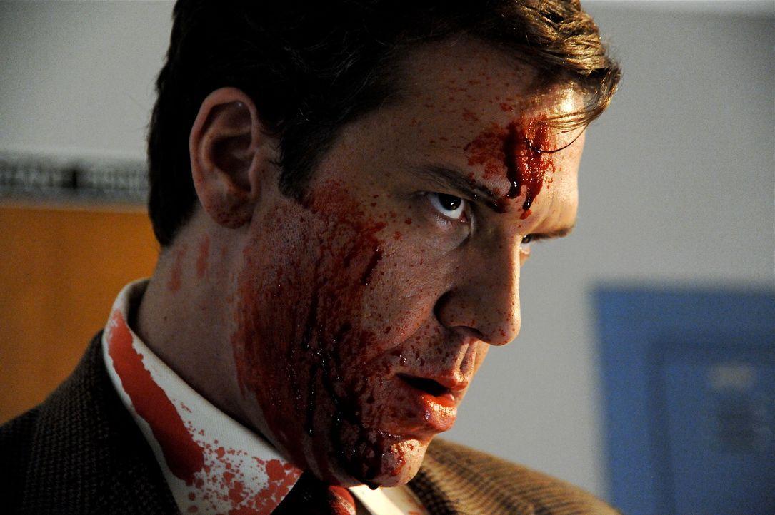 Kann dem unheimlichen Mörder in letzter Minute entkommen: Schuldirektor Karl Verge (Dane Cook) ... - Bildquelle: 2011 Detention Films, LLC. All Rights Reserved.