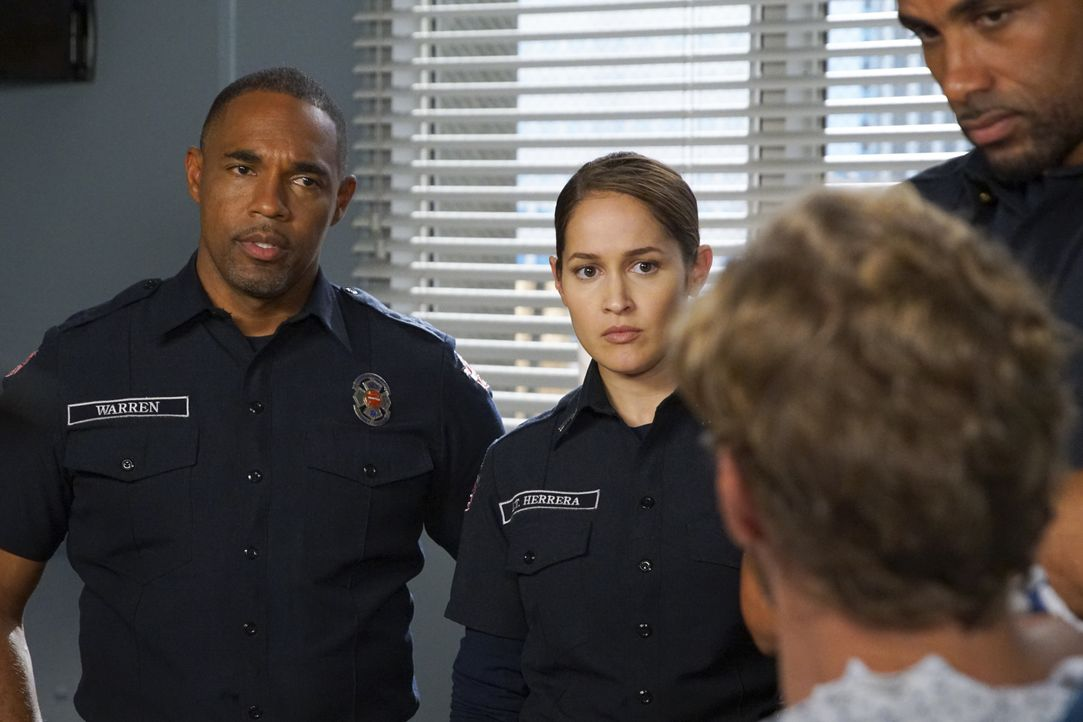 Ben Warren (Jason George, l.); Andy Herrera (Jaina Lee Ortiz, r.) - Bildquelle: Scott Everett White ABC Studios