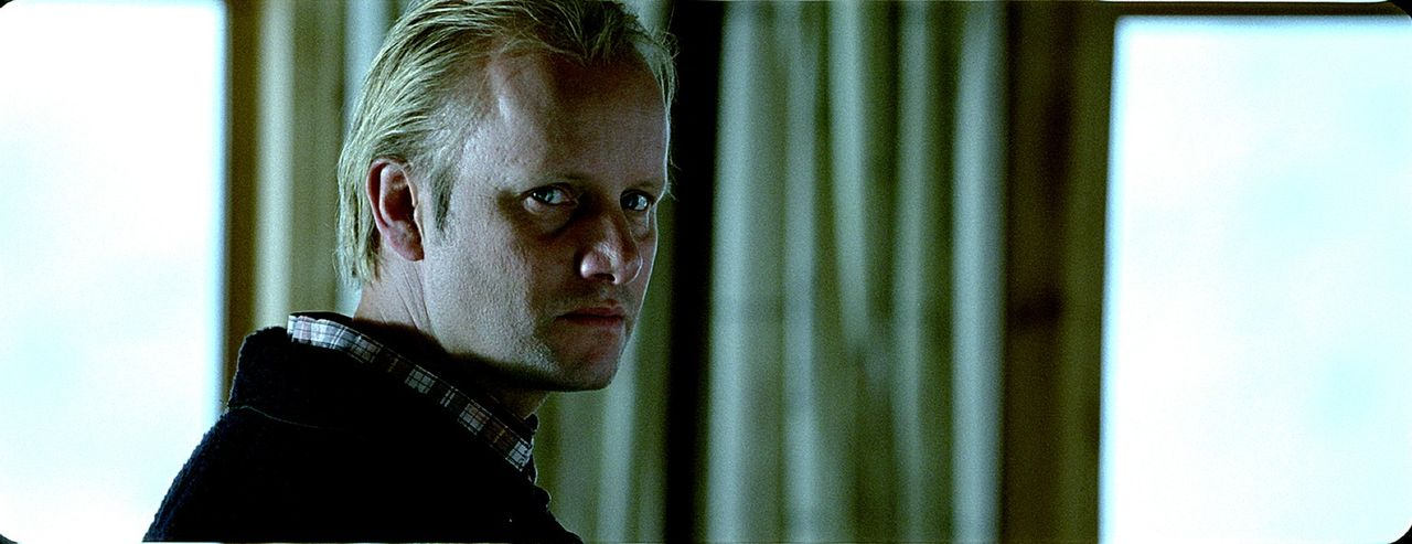 Jahrelang quälte Gunnar (Hallvard Holmen) seinen kleinen Stiefsohn fürchterlich, doch eines Tages schlägt der Junge gnadenlos zurück. Er bringt...
