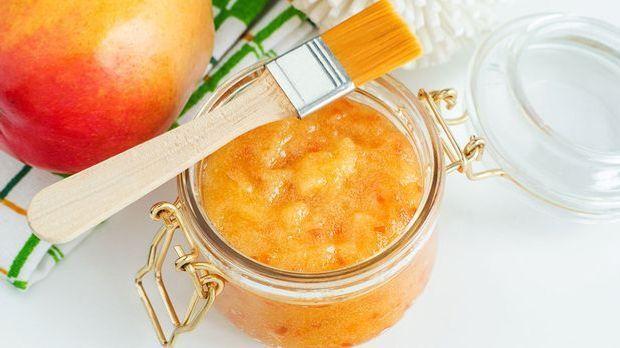 Ein Fruchtsäurepeeling beinhaltet namentlich pflanzliche Inhaltsstoffe von Fr...