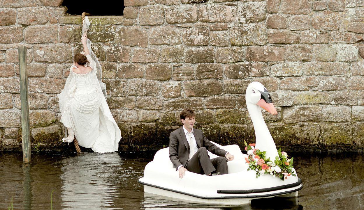Fliehen voreinander und miteinander: Katie (Kelly Macdonald, l.) und James Arber (David Tennant, r.) ... - Bildquelle: Tiberius Film GmbH