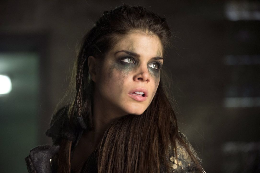 Octavia (Marie Avgeropoulos) hat die Wahl für ein Volk getroffen. Aber es gibt noch andere, die diese Entscheidungen treffen müssen ... - Bildquelle: 2014 Warner Brothers