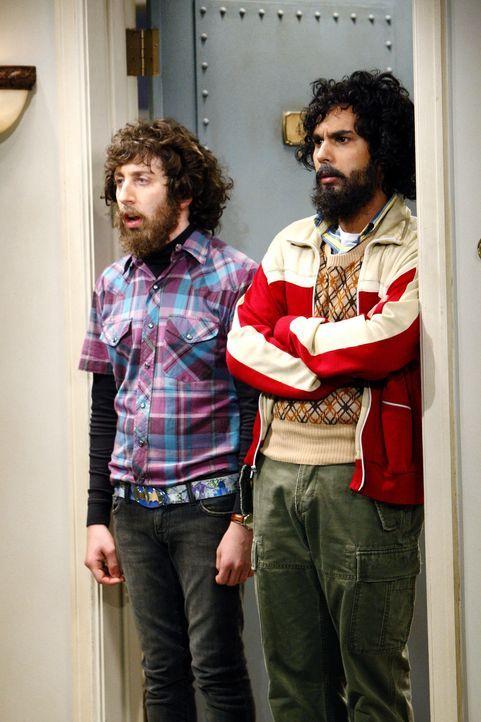 Machen sich Sorgen um Sheldon: Rajesh (Kunal Nayyar, r.) und Howard (Simon Helberg, l.) ... - Bildquelle: Warner Bros. Television
