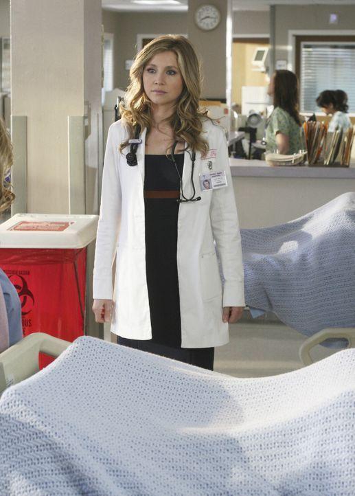 Um die Schwächen der neuen Assistenzärzte kennen zu lernen, nimmt Elliot (Sarah Chalke) einen unter ihre Fittiche ... - Bildquelle: Touchstone Television