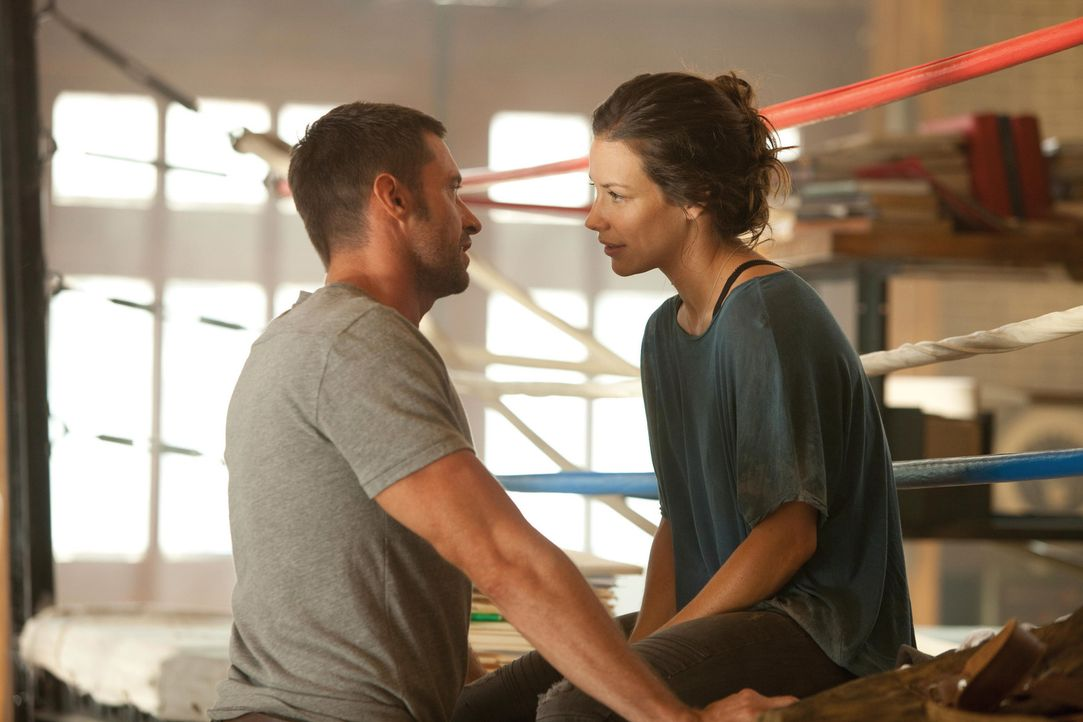 Seit Jahren hofft Bailey (Evangeline Lilly, r.), dass Charlie (Hugh Jackman, l.) sein Leben auf die Reihe kriegt. Stattdessen reitet sich der ehemal... - Bildquelle: Greg Williams, Melissa Moseley DREAMWORKS STUDIOS.  All rights reserved