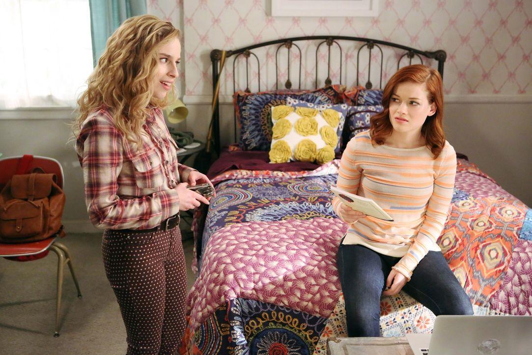 Nach der Trennung von Tessa (Jane Levy, r.) und Ryan, versucht Lisa (Allie Grant, l.) ihre Freundin aufzubauen. Ihre merkwürdigen Vorschläge finde... - Bildquelle: Warner Brothers