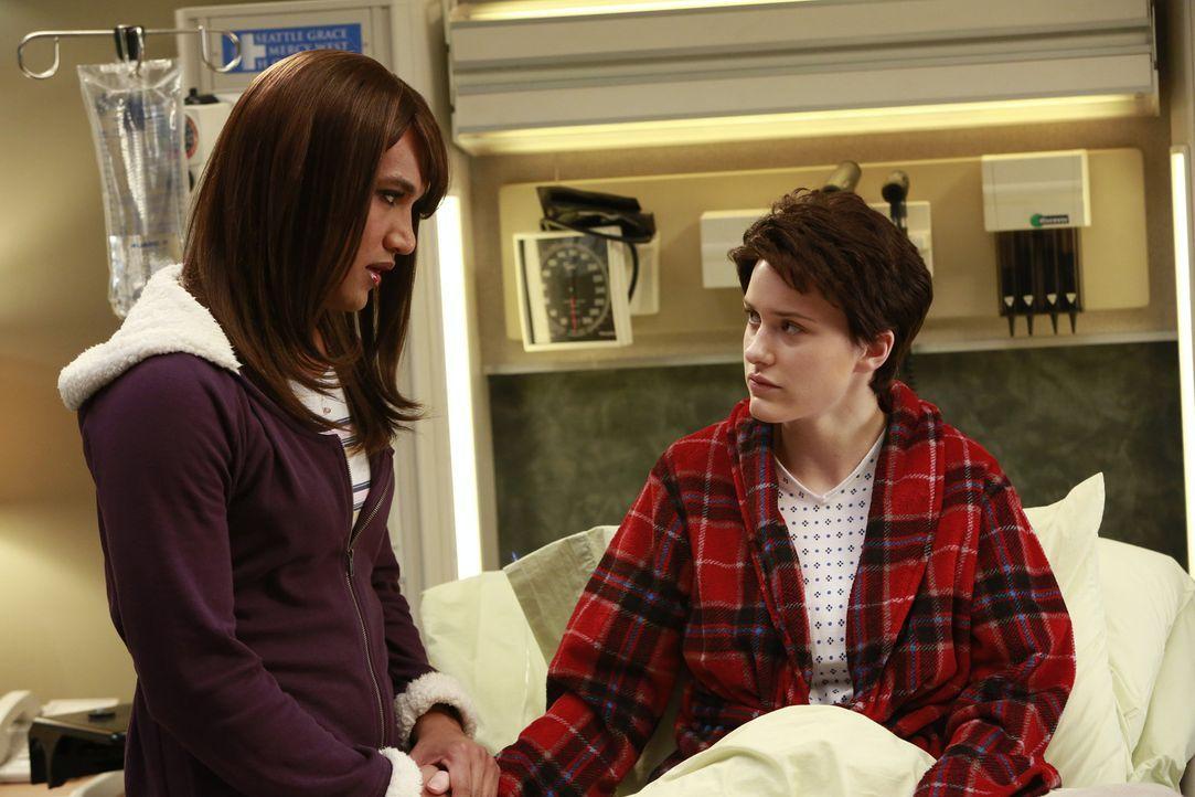 Jackson und Alex arbeiten bei der Beratung des transsexuellen Teenager-Pärchens, Jess (Matt Rachel, l.) und Brian (Rachel Brosnahan, r.), zusammen... - Bildquelle: ABC Studios