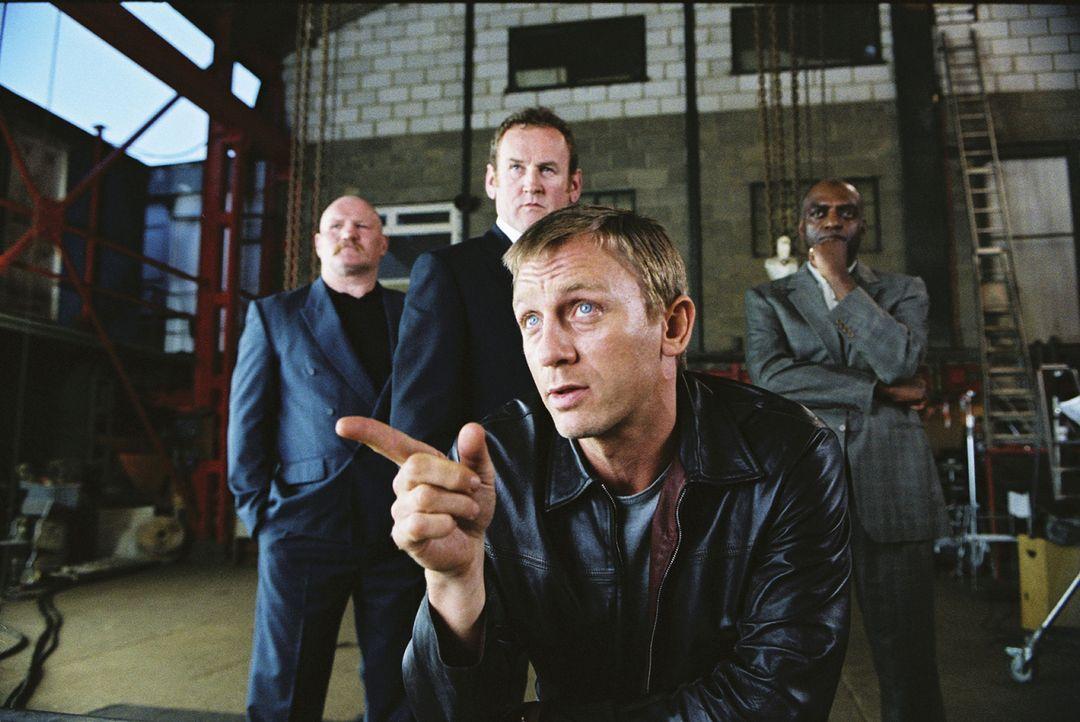 Mit 29 Jahren hat er (Daniel Craig, vorne) einen respektablen Platz in der britischen Drogenszene eingenommen und plant nun, aus diesem Geschäft aus... - Bildquelle: 2004 Columbia Pictures Industries, Inc. All Rights Reserved.