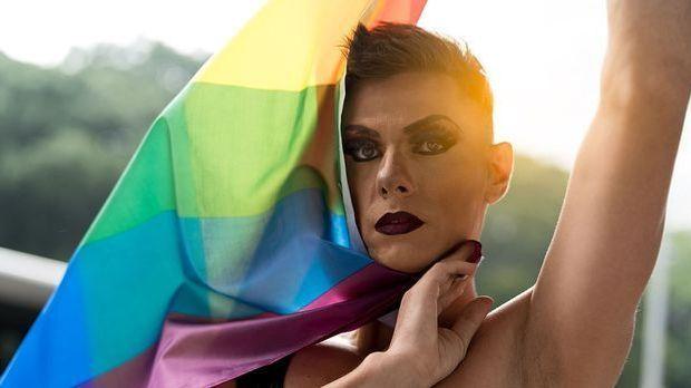 Diversity: Make-up steht allen gut – ganz fern von Genderrichtlinien!