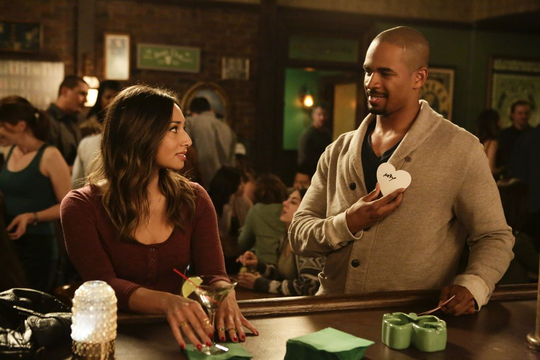 Was geschieht an Valentinstag zwischen Coach (Damon Wayans Jr., r.) und May (Meaghan Rath, l.)? - Bildquelle: 2015 Twentieth Century Fox Film Corporation. All rights reserved.