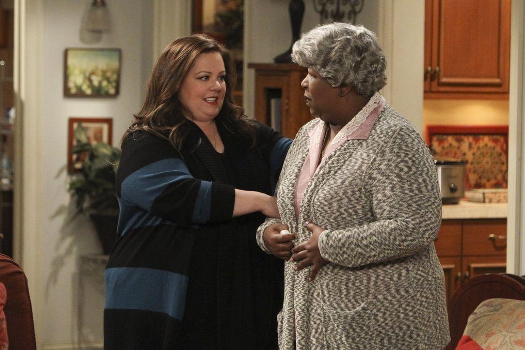 Besprechen ernste Familienangelegenheiten: Molly (Melissa McCarthy, l.) und die Großmutter (Cleo King, r.) von Mikes gutem Freund Carl ... - Bildquelle: Warner Brothers
