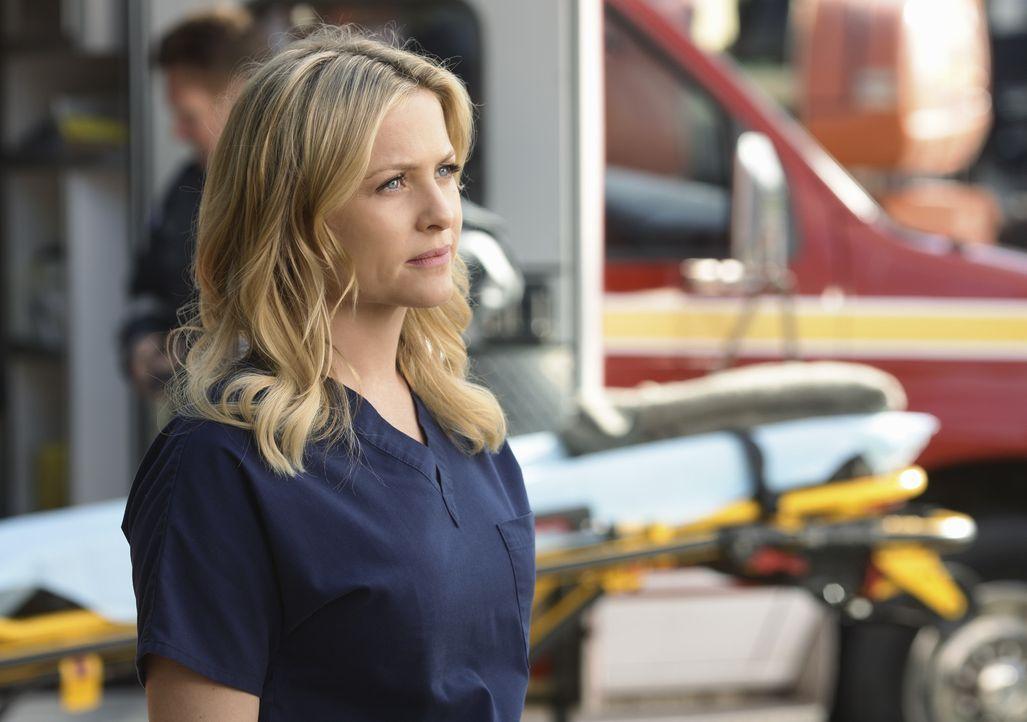 Noch sieht es so aus, als wäre es ein ganz normaler Arbeitstag, doch dann kommt alles ganz anderes: Arizona (Jessica Capshaw) ... - Bildquelle: Touchstone Television