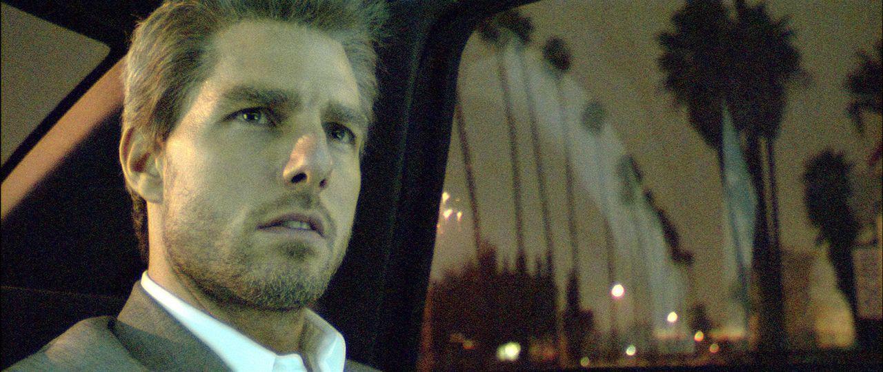 Vincent (Tom Cruise) hat einen mörderischen Auftrag zu erledigen: 5 Kronzeugen, die in einem Prozess gegen die Mafia aussagen, sollen in einer Nach... - Bildquelle: TM &   Paramount Pictures. All Rights Reserved.