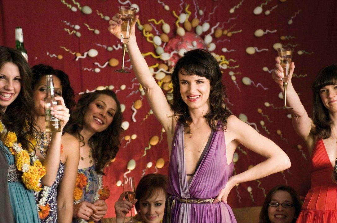 """Veranstaltet für Kassie eine """"Befruchtungsparty"""": Debbie (Juliette Lewis) ... - Bildquelle: Constantin Film Verleih GmbH"""
