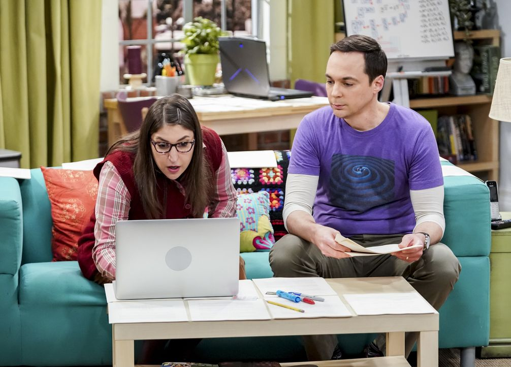Amy (Mayim Bialik, l.); Sheldon (Jim Parsons, r.) - Bildquelle: Sonja Flemming 2018 CBS Broadcasting, Inc. All Rights Reserved/Sonja Flemming