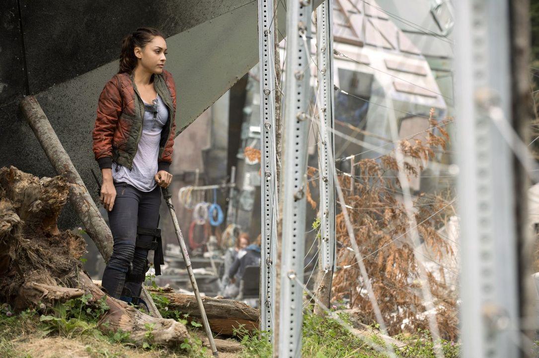 Wird ihr Handeln Konsequenzen für Raven (Lindsey Morgen) haben? - Bildquelle: 2014 Warner Brothers