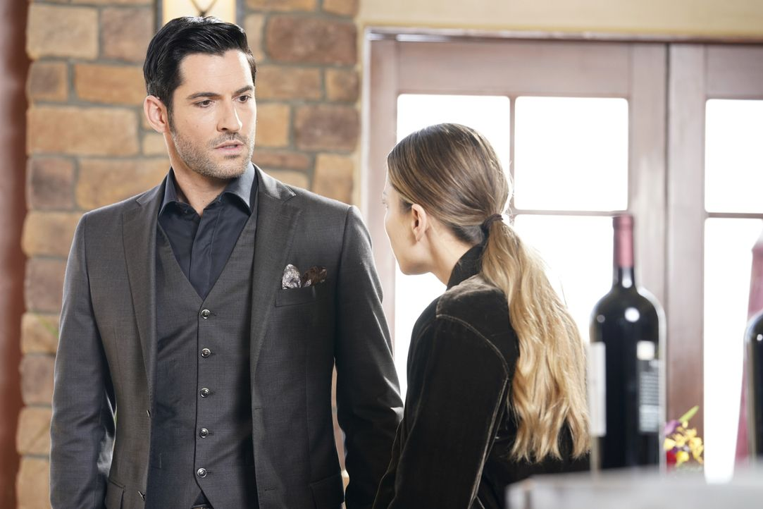 Lucifer (Tom Ellis, l.); Chloe (Lauren German, r.) - Bildquelle: Erik Voake 2017 Fox Broadcasting Co.