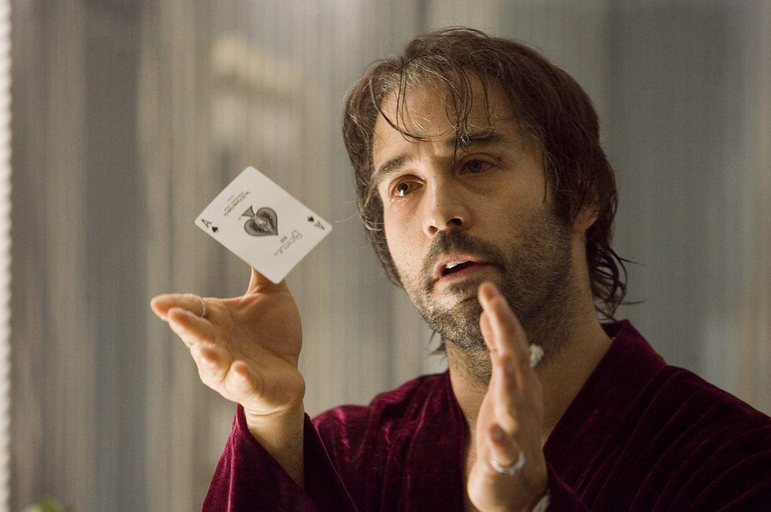 Einst war Buddy Israel (Jeremy Piven) ein Bühnenclown in Vegas, doch dann fiel wohlwollend das Auge des Mafiabosses Sparazza auf ihn, und Buddy sch... - Bildquelle: 2006 Universal Studios. All Rights Reserved.