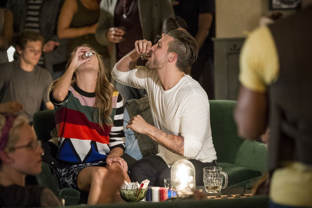 Liza (Sutton Foster, l.); Josh (Nico Tortorella, r.) - Bildquelle: David M. Russell 2015 TV Land. All Rights Reserved/David M. Russell