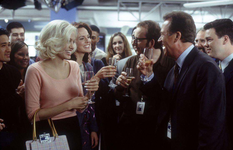 Im Leben der Moderatorin Lanie Kerrigan (Angelina Jolie, l.) verläuft bisher alles nach Plan - und noch dazu überaus erfolgreich. Da erhält sie eine... - Bildquelle: 2002 Twentieth Century Fox Film Corporation.  All rights reserved.