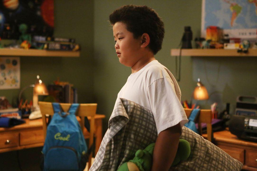 Während Eddie (Hudson Yang) seinem Bruder Evan bei einer heiklen Angelegenheit hilft, tun seine Eltern alles, um Emerys offensichtliches Talent für... - Bildquelle: 2015-2016 American Broadcasting Companies. All rights reserved.