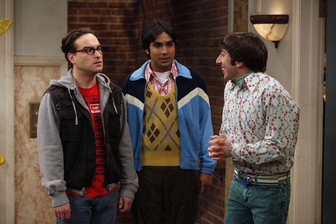 Leonard (Johnny Galecki, l.), Rajesh (Kunal Nayyar, M.) und Howard (Simon Helberg, r.) wollen aus dem Trott ausbrechen, in dem sie stecken und gehen... - Bildquelle: Warner Bros. Television