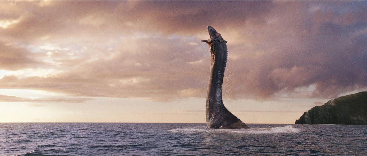 Weil Crusoe immer größer wird, hat Angus keine andere Wahl, als den Wasserdrachen in die Freiheit des nahen Sees, Loch Ness, zu entlassen ... - Bildquelle: CPT Holdings, Inc. All Rights Reserved. (Sony Pictures Television International)