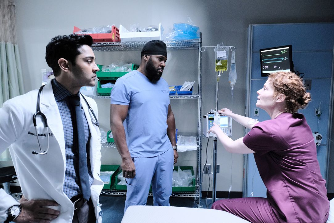 (v.l.n.r.) Dr. Devon Pravesh (Manish Dayal); Dr. AJ Austin (Malcolm-Jamal Warner); Dr. Judith Brown (Rebecca Wisocky) - Bildquelle: Guy D'Alema 2019-2020 Twentieth Century Fox Film Corporation.  All rights reserved. / Guy D'Alema