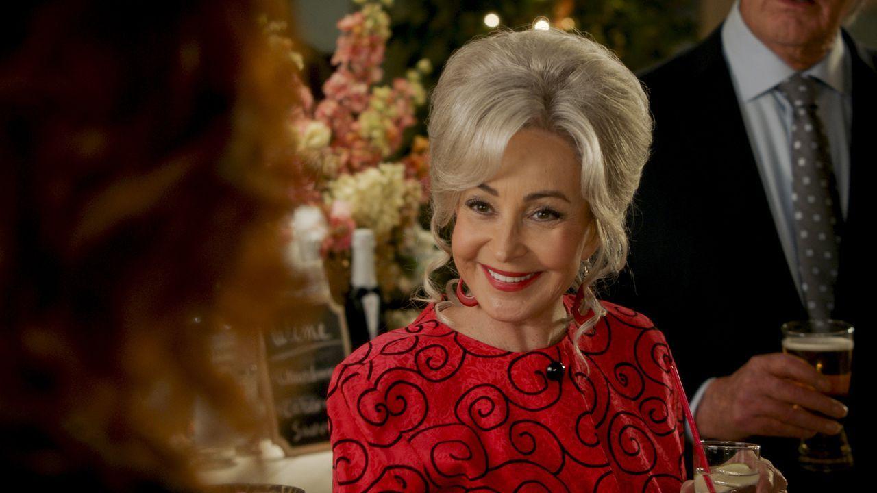 """Connie """"Meemaw"""" Tucker (Annie Potts) - Bildquelle: TM & © 2020 Warner Bros. Entertainment Inc. All Rights Reserved."""
