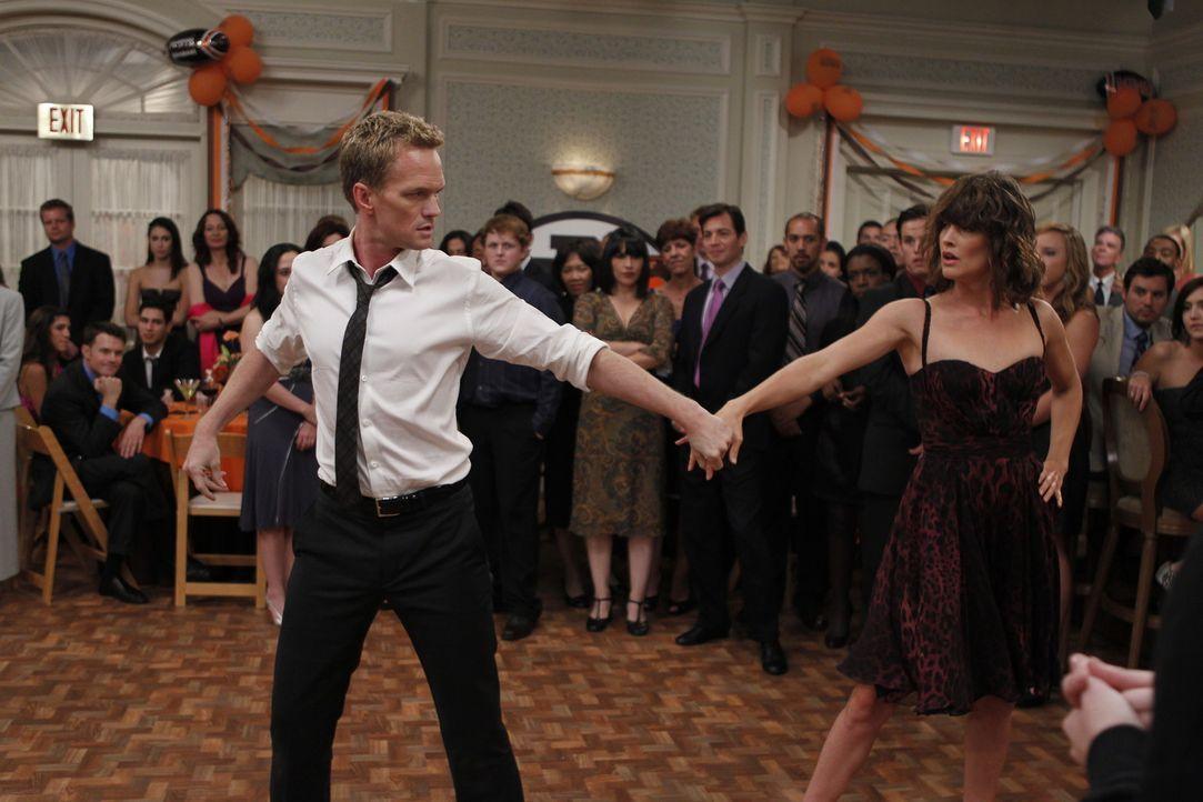 Erinnerung an eine ganz spezielle Hochzeitsfeier: Robin (Cobie Smulders, r.) und Barney (Neil Patrick Harris, l.) ... - Bildquelle: 20th Century Fox International Television